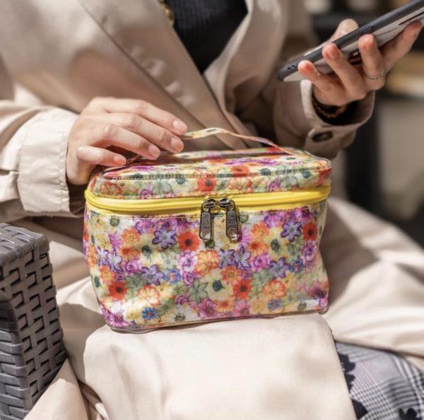กระเป๋าใส่เครื่องสำอางลายดอกไม้