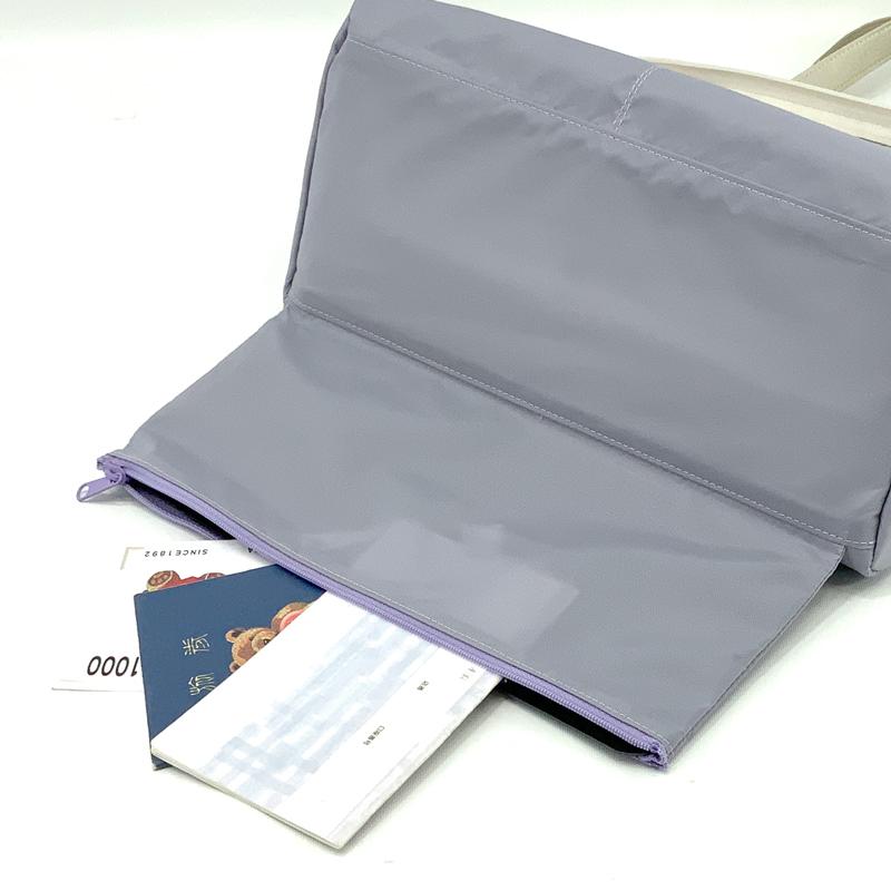 ช่องลับที่ฐานกระเป๋าสำหรับใส่เอกสารสำคัญ สมุดธนาคาร หรือธนบัตรได้ตามต้องการ