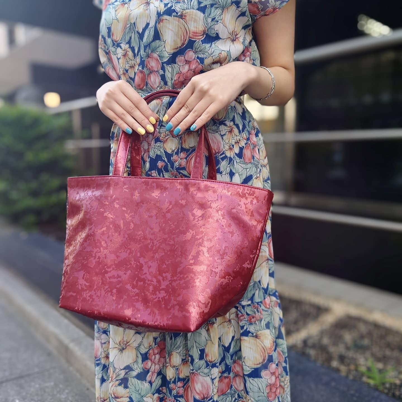 กระเป๋าถือทรงโท้ท ไซซ์ M